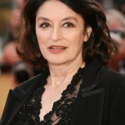 CANNES, FRANCE - MAY 27:  Actress Anouk Aimee attends the 'El Laberinto Del Fauno' premiere at the Palais des Festivals during the 59th International Cannes Film Festival May 27, 2006 in Cannes, France.  (Photo by Pascal Le Segretain/Getty Images)